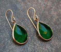 Wow! Vintage Emerald Green Lucite Earrings, Emerald Green Dangle Earrings, Silent Eyes