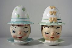 So many egg cups when the female has her eyes closed. Someone explain this phenomenon to me. These might be a pair of Italian egg cups. Saucer, cup and cozy. Cute Kitchen, Vintage Kitchen, Kitchen Ware, Kitchen Stuff, Kitchen Gadgets, Italian Eggs, Vintage Egg Cups, Egg Coddler, New Egg