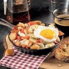 Cassolette déjeuner de pommes de terre à l'érable et fromage en grains Cheddar, Cobb Salad, Smoothies, Grains, Lunch, Breakfast, Food, Plein Air, Christmas Recipes