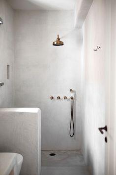 Home Decor Farmhouse Tadelakt Minimal Bathroom, Small Bathroom, Bathroom Taps, Bathroom Island, Bathroom Ideas, Bathroom Styling, Wet Room Bathroom, Restroom Ideas, Downstairs Bathroom