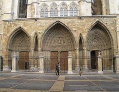 Portico de la Catedral de Leon  España