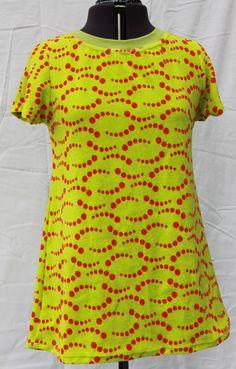 Tanyasumin ja Kestovaippayhdistyksen yhteistyönä valmistetusta joustofroteesta tehty naisten tunika.