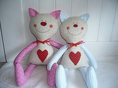 inspiration only - lovely shaped and smiley cat looks ready for big hugs :) . Crochet Fabric, Crochet Quilt, Soft Kitty Warm Kitty, Fabric Animals, How To Make Toys, Cat Quilt, Softies, Fabric Gifts, Country Crafts