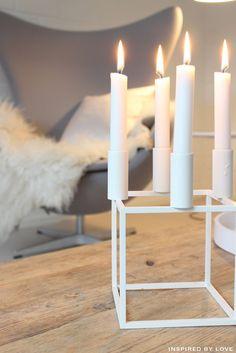 Jeg kunne virkelig godt tænke mig denne kubus lysestage :-) Stolen i baggrunden ville da heller ikke være dårligt ;-)