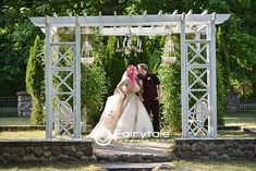 Fairy flowers and light kisses! Beach Weddings, Unique Weddings, Portrait Shots, Portraits, Wedding Shot List, Outdoor Wedding Inspiration, Wedding Trends, Photo Booth, Kisses