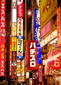 Red lights in Tokyo's Red Light district – travel outfit plane Asia Travel, Japan Travel, Shanghai, Japon Tokyo, Shinjuku Tokyo, Places To Travel, Places To Visit, Mont Fuji, City Lights
