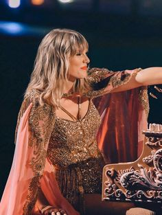 """Can we talk about how Taylor Swift just surpassed Michael Jackson, the one time ""King of Pop"" for most AMA's of any artist? Ladies and Gays, meet the QUEEN of the Music Industry. Taylor Swift Moda, Style Taylor Swift, Long Live Taylor Swift, Taylor Swift Pictures, Taylor Alison Swift, Young Taylor Swift, Taylor Swift Fearless, Taylor Swift Concert, Taylor Swift Songs"