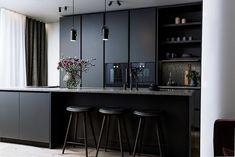 Modern Home Decor Kitchen Kitchen Room Design, Kitchen Dinning, Modern Kitchen Design, Home Decor Kitchen, Interior Design Kitchen, Modern Interior Design, New Kitchen, Black Kitchen Cabinets, Black Kitchens