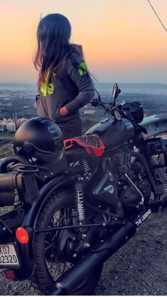 Royal Enfield Bullet, Bike Photography, Photography Poses Women, Stylish Girls Photos, Stylish Girl Pic, Girl Photo Poses, Cute Girl Photo, Royal Enfield Wallpapers, Enfield Bike
