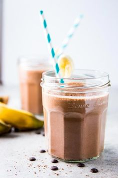 If you love peanut butter and chocolate, you'll be all over this Chocolate Peanut Butter Banana Smoothie! An easy to throw together, thick and creamy smoothie your kids will love - the ultimate healthy at-home smoothie to make on busy school mornings. Chocolate Banana Smoothie, Peanut Butter Smoothie, Healthy Peanut Butter, Peanut Butter Banana, Healthy Chocolate, Chocolate Peanut Butter, Chocolate Recipes, Green Smoothie Recipes, Fruit Smoothies
