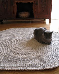 Calico Crochet Rug & Pattern. Nice rug, but I really just think the cat is cute.