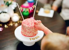smash cake! I saw these pedestals dirt cheap at Christmas tree shop... Think I may get some!