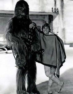 Peter Mayhew and Mark Hamill | Rare and beautiful celebrity photos