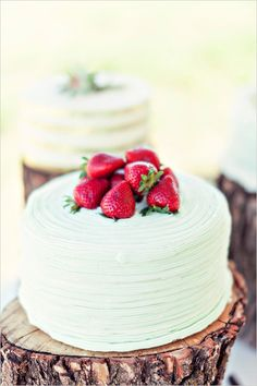 Strawberry topped green wedding cake. Cake Design: Newman Baker ---> http://www.weddingchicks.com/2014/06/03/diy-your-wedding-in-a-field/