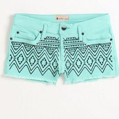 Obsessed with these Roxy Carnival Embellished Shorts! Probably gonna have to get these for summer. Look Fashion, Teen Fashion, Fashion Outfits, Womens Fashion, Cali Fashion, Embellished Shorts, Embroidered Shorts, Roxy, Tribal Shorts