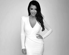 not a fan at all of kim kardashian but she looks awsome in this pic