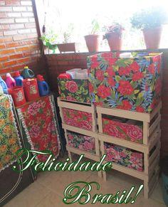 Organize sua area e serviço com caixotw de banana e caixa de papelão forrada com chita