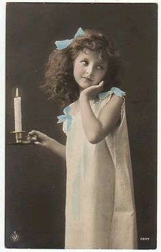 """Foto: """"Candle Girl 1906"""" Beautiful hand coloured photo postcard.  Photo refetence: https://www.flickr.com/photos/chicks57/2322663731/in/faves-jasmoon/"""