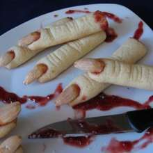 Dolci per Halloween: le dita di strega Dita, Food To Make, Strega, Dessert, Snacks, Ethnic Recipes, Kitchen, Sweet, Food Porn