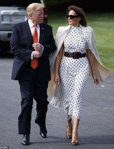 Mrs trump wore a polka dot dress from Alessandra Rich Trump Melania, First Lady Melania Trump, Milania Trump Style, Donald And Melania, First Ladies, Elegant Outfit, Royal Fashion, Classy Outfits, Celebrity Style