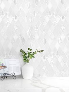 The elegant glass and marble mix rhomboid design backsplash tile. Clean and styles look for kitchen backsplash tile projects. Marble Tile Backsplash, White Kitchen Backsplash, Kitchen Tiles, Backsplash Ideas, Mosaic Tiles, Backsplash Design, Glass Tiles, Tile Ideas, Kitchen Decor