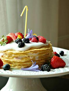 bolo-de-crepes-com-coco-e-frutos-silvestres