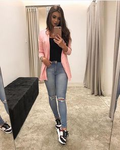 25 Lovely Sneaker for Women to Update Your Style Heels always become women's favorite footwear since they will look prettier wearing heels. But, in some occasions like casual women … Blazer Outfits Casual, Cute Casual Outfits, Simple Outfits, Chic Outfits, Fall Outfits, Fashion Outfits, Dress Outfits, Semi Formal Outfits, Black Outfits