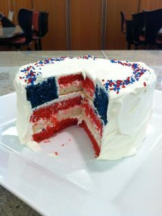 FLAG CAKE!  Totally making this for momma's bday! (FLAG DAY!)