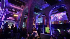 Videojuegos: del salón recreativo a la sala de exposiciones   Cultura   EL PAÍS Times Square, Neon Signs, Madrid, Software, Social Change, Innovative Products, Exhibitions, Lounges, Videogames