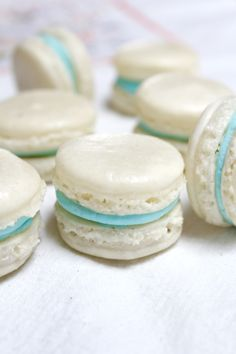 Crispy, sweet almond macarons sandwiched together with vanilla buttercream in the middle. Vanilla Macaron Recipes, French Macaroons, Macaroon Recipes, Almond Recipes, Vegan Macarons, Celiac Recipes, Macaron Flavors, Almond Wedding Cakes, Biscuits