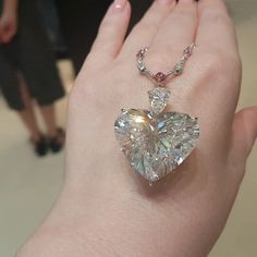 Diamond Jewelry No words! But a beautiful silence! Moussaieff 62 carat D/IF, Type IIA heart shape diamond pendant. Heart Jewelry, Jewelry Box, Fine Jewelry, Geek Jewelry, Jewelry Necklaces, Diamond Pendant Necklace, Diamond Jewelry, Diamond Necklaces, Diamond Rings