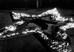 Ритм 5 Марина Абрамович (серб. Марина Абрамовић, англ. Marina Abramovic, р. 1946) - современная художница из Югославии, получившая известность благодаря своим перфомансам Подробнее: http://contemporary-artists.ru/Marina_Abramovic.html