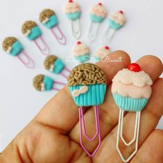 Polymer Clay Projects, Clay Crafts, Cute Girl Drawing, Diy Back To School, Page Marker, Fondant Cupcakes, Pasta Flexible, Decoden, Clay Art