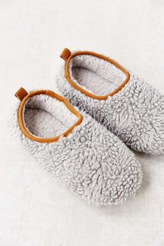 cozy cloud slippers  http://rstyle.me/n/sjugipdpe barefootstyling.com