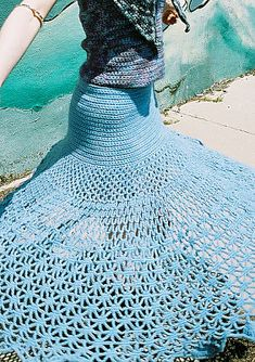 WOW!! This is gorgeous!! FREE Spiderweb Skirt Crochet Pattern. This tempts me to crochet.