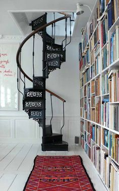 Spiral Stairs Home Library Stairs Home Libraries Spiral Style At Home, Style Blog, Escalier Design, Beautiful Stairs, Home Libraries, New York Loft, Home Fashion, Interiores Design, Stairways
