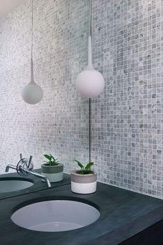 Modern courtyard house located in Melbourne, Australia, designed by Robson Rak Architects. Grey Bathroom Tiles, Mosaic Bathroom, Modern Bathroom, Minimalist Bathroom, Mosaic Tiles, Modern Courtyard, Courtyard House, Melbourne, Casa Patio