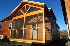 Green River Log Cabins Builds Custom Park Models in 3 Weeks - Tiny House Blog