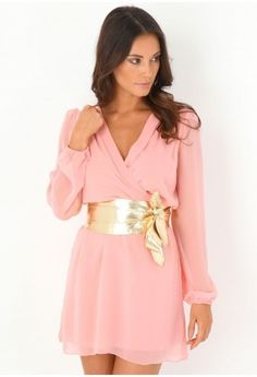 pink dress with perfect gold #bow to tie it all together!