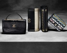 Discover the latest collection of CHANEL Handbags. Explore the full range of Fashion Handbags and find your favorite pieces on the CHANEL website. Chanel Purse, Chanel Handbags, Fashion Handbags, Purses And Handbags, Fashion Bags, Chanel Bags, Designer Handbags, Chanel 2015, Coco Chanel