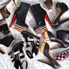 Major stiletto envy from the premiering episode of #FashionablyLateRZ