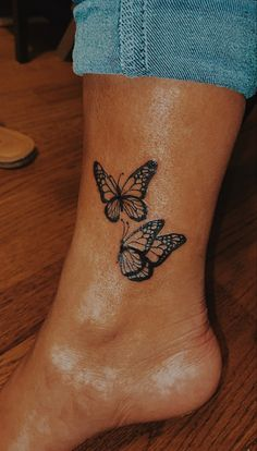Cute Hand Tattoos, Dainty Tattoos, Pretty Tattoos, Mini Tattoos, Finger Tattoos, Leg Tattoos, Tatoos, Tattoos For Ankles, Butterfly Ankle Tattoos