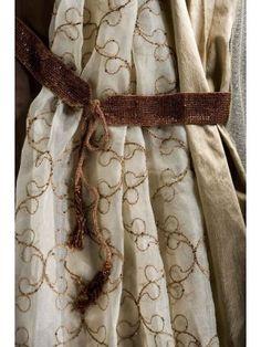 curtain fabric tie back idea. Curtain Fabric, Curtains, Curtain Accessories, Tie Backs, Tassels, Dining, Living Room, Detail, Fashion
