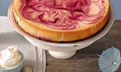 Käsekuchen amerikanische Art mit Himbeerwirbeln - Cremiger Cheesecake mit fruchtigem Himbeerpüree