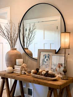 Hallway Table Decor, Entrance Decor, Hallway Console Table, Entryway Decor, Console Table Styling, Entryway Ideas, Entryway Tables, Home Decor Bedroom, Home Living Room