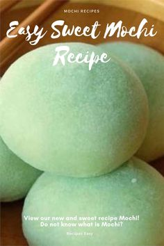 View our new and sweet recipe Mochi! Do not know what is Mochi? Mochi is a rice cake used in sweet and salty dishes! The recipe below will help you step by step to prepare your mochi paste! Peanut Butter Mochi Recipe, Vegan Mochi Recipe, Onigiri Recipe, Japanese Mochi Recipe, Dango Recipe, Bento Recipes, Dessert Recipes, Cake Recipes, Sweet Rice Flour Recipe