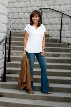 How To Style Flare Jeans - Flare Jeans for women - Ideas of Flare Jeans for women - How To Style Flare Jeans Grace & Beauty Flare Jeans Outfit, Jeans Outfit Winter, Fall Outfits, Casual Outfits, Cute Outfits, Casual Clothes, Winter Clothes, Jean Outfits, Summer Outfits