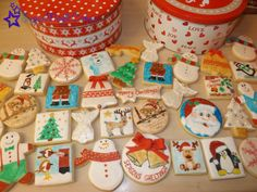 All sorts of hand painted christmas shortbread! Mmmmmmmm delicious ♥