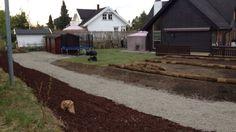 Opparbeiding av #hage under arbeid. #Planering og #drenering av stort område avsluttes med #ferdigplen.