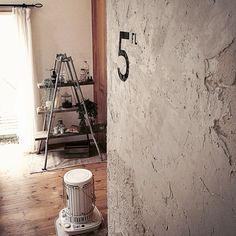 banbiさんの、現状回復OK,コンクリート打ちっ放し,発泡レンガ,セメント塗り塗りしました!,ステンシル,階段からの眺め,コンテストに参加します!,On…